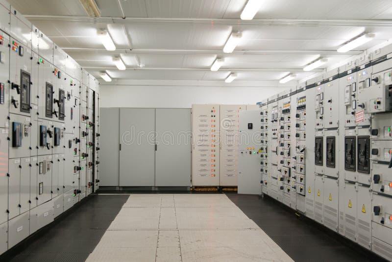 Inside Elektrycznej energii dystrybuci podstacja zdjęcia stock