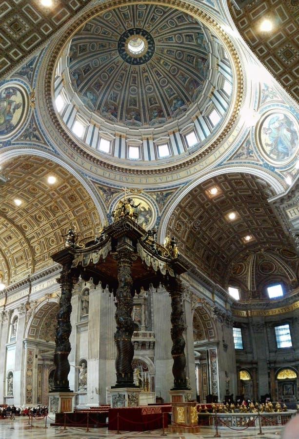 Inside St Peter& x27; s bazylika obrazy stock