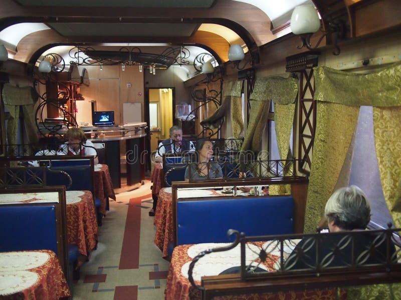 Inside syberyjski Restauracyjny samochód obrazy stock