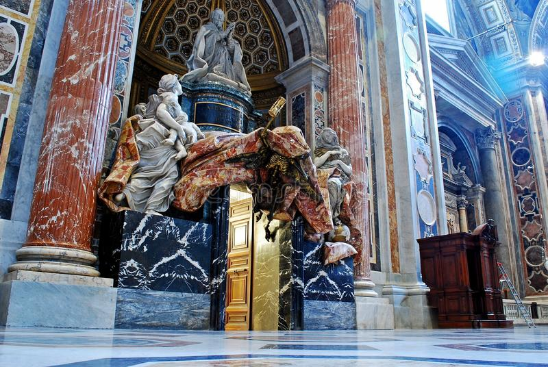 Inside widok świętego Peter bazylika na Maju 31, 2014 zdjęcie stock