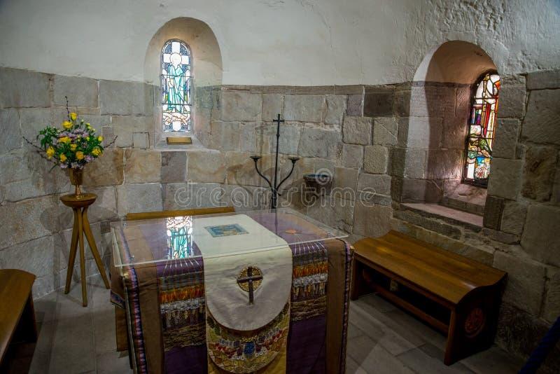 Inside widok St Margaret ` s kaplica w Edynburg kasztelu zdjęcie stock