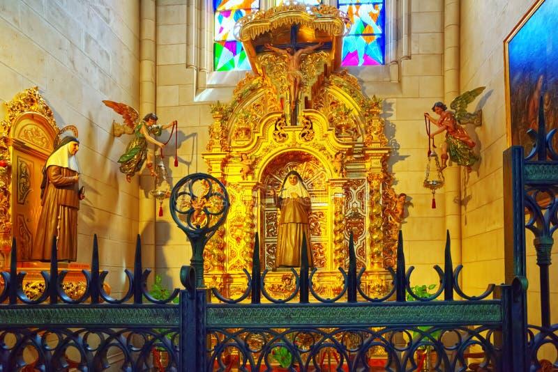 Inside, wnętrze Almudena Katedralny Catedral De Santa Maria zdjęcie stock
