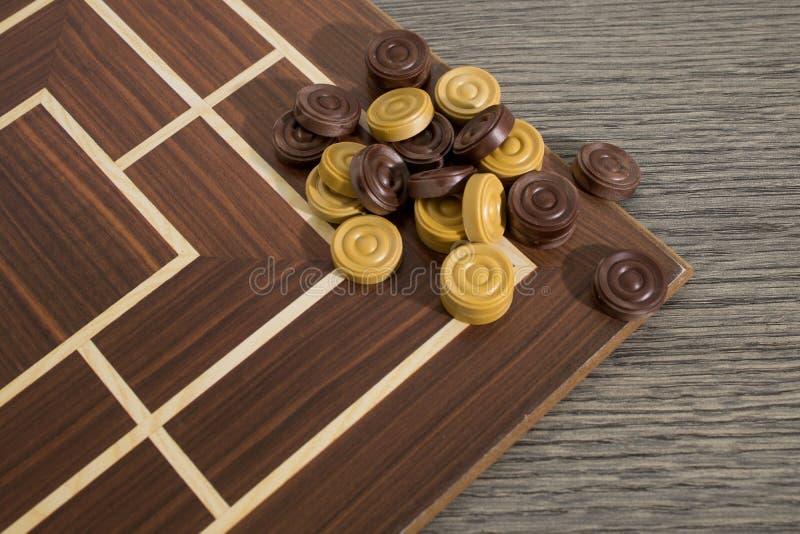 Insieme completo di legno di un gioco di strategia con i pegni immagini stock libere da diritti