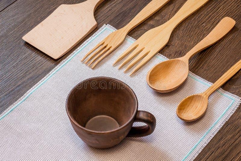 Insieme degli elementi della cucina dai materiali rispettosi dell'ambiente, s fotografia stock