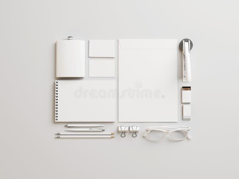 Insieme degli elementi marcanti a caldo bianchi su fondo di carta fotografia stock libera da diritti