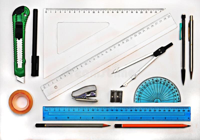 Insieme degli strumenti di disegno della geometria isolati su bianco fotografia stock
