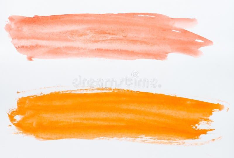Insieme dei colpi della spazzola dell'acquerello di pittura arancio e rossa su bianco immagini stock libere da diritti