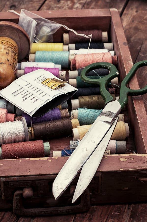 Insieme dei fili dei tipi, dei colori e delle lunghezze differenti fotografie stock libere da diritti