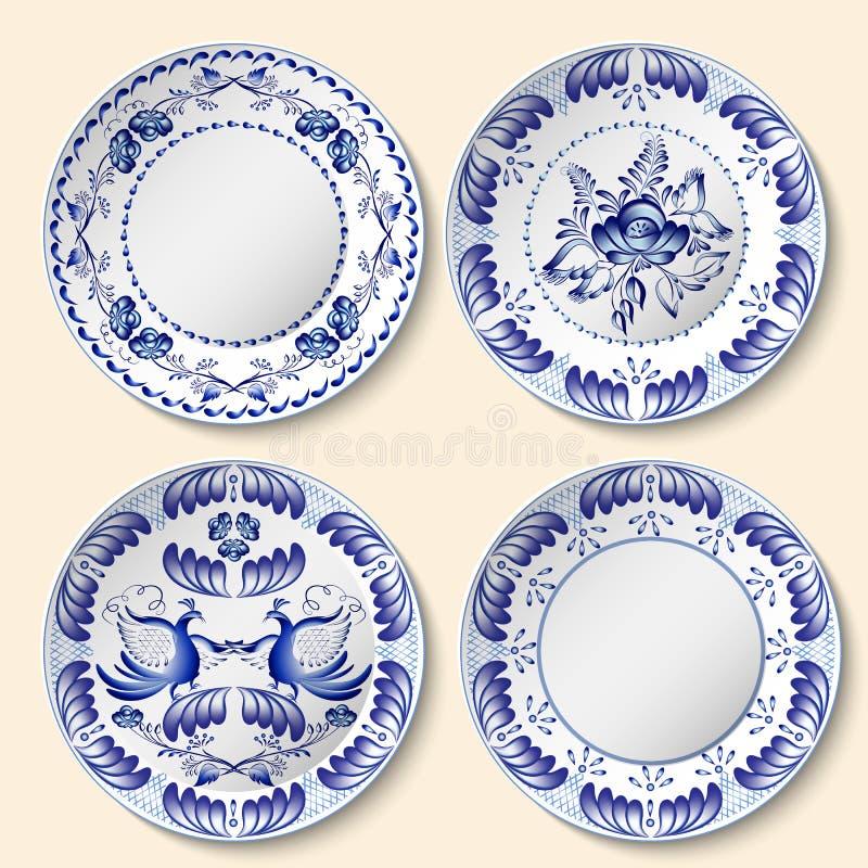 Insieme dei piatti decorativi della porcellana con il modello nazionale blu nello stile di gzhel - Piatti decorativi ...