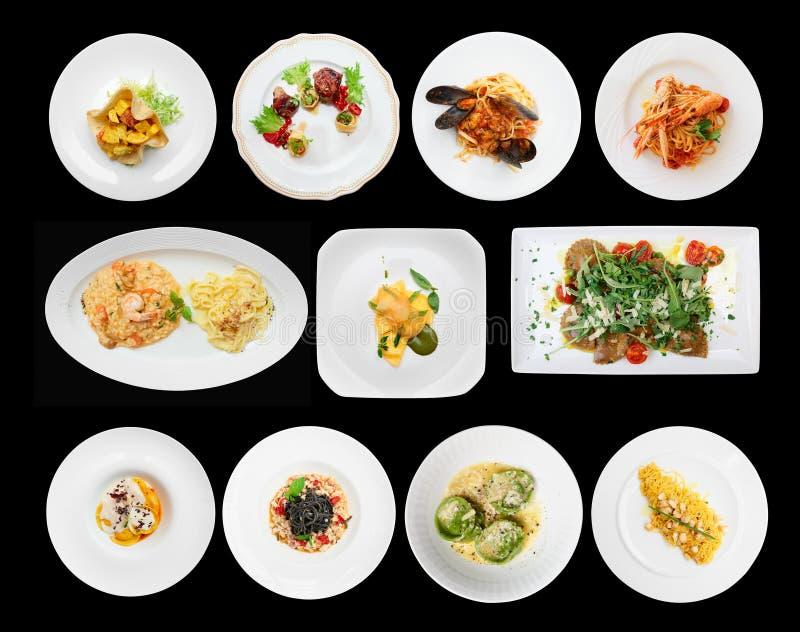 Insieme dei piatti dei ravioli e della pasta sul nero immagine stock