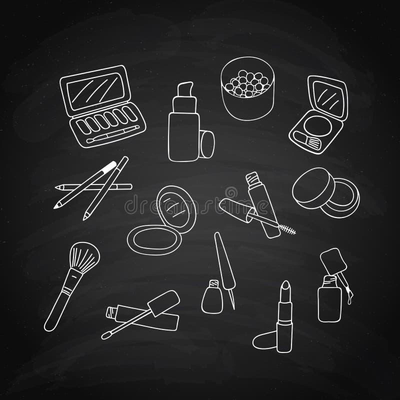 Insieme dei prodotti dei cosmetici di trucco, schizzo bianco sulla lavagna nera Vettore illustrazione di stock