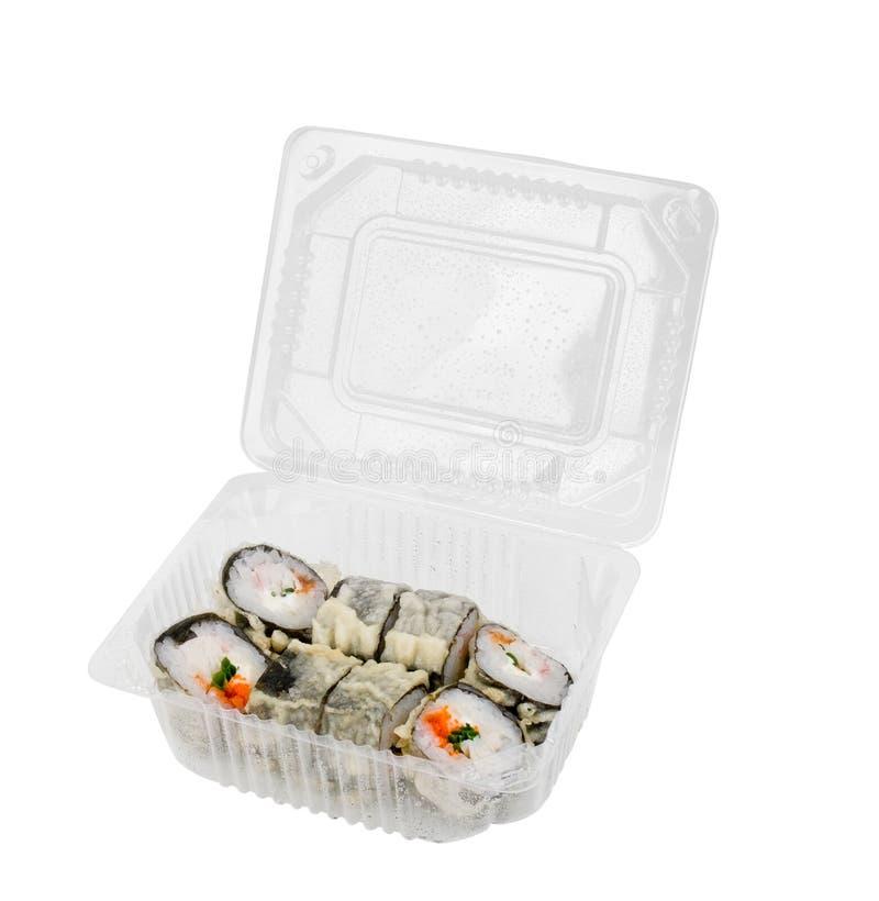 Insieme dei sushi di Assorti in scatola di plastica aperta isolata su fondo bianco immagine stock libera da diritti
