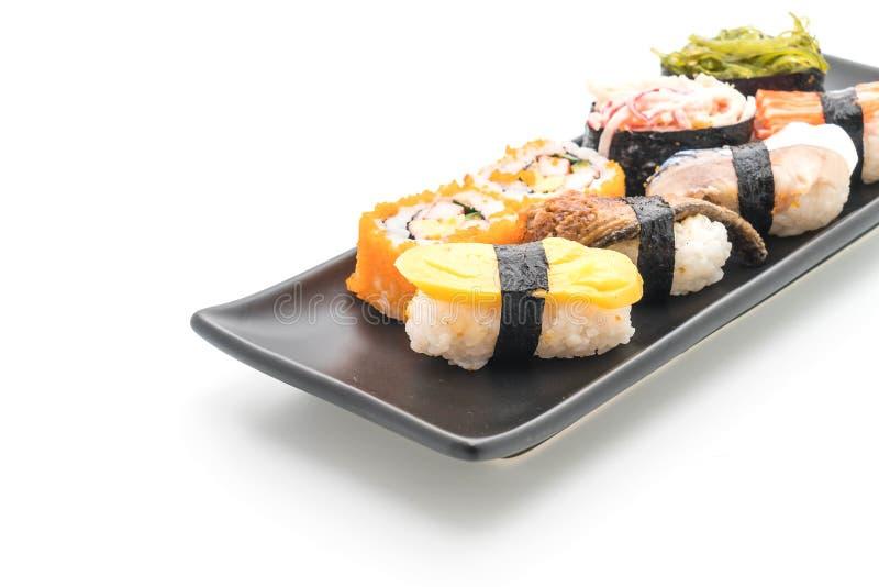 Insieme dei sushi e del rotolo di maki immagini stock