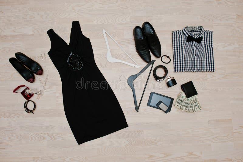 Insieme dei vestiti d'avanguardia Attrezzatura dell'uomo e vestiti e acces della donna immagini stock libere da diritti