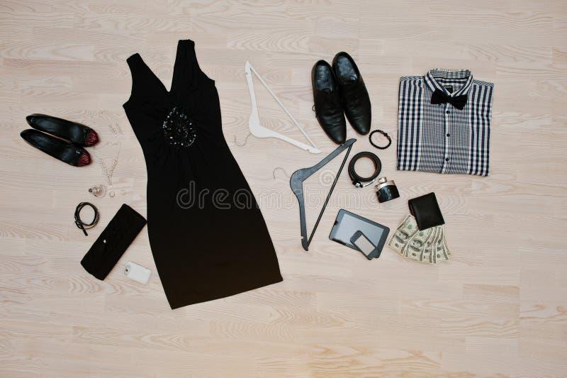 Insieme dei vestiti d'avanguardia Attrezzatura dell'uomo e vestiti e acces della donna fotografia stock libera da diritti
