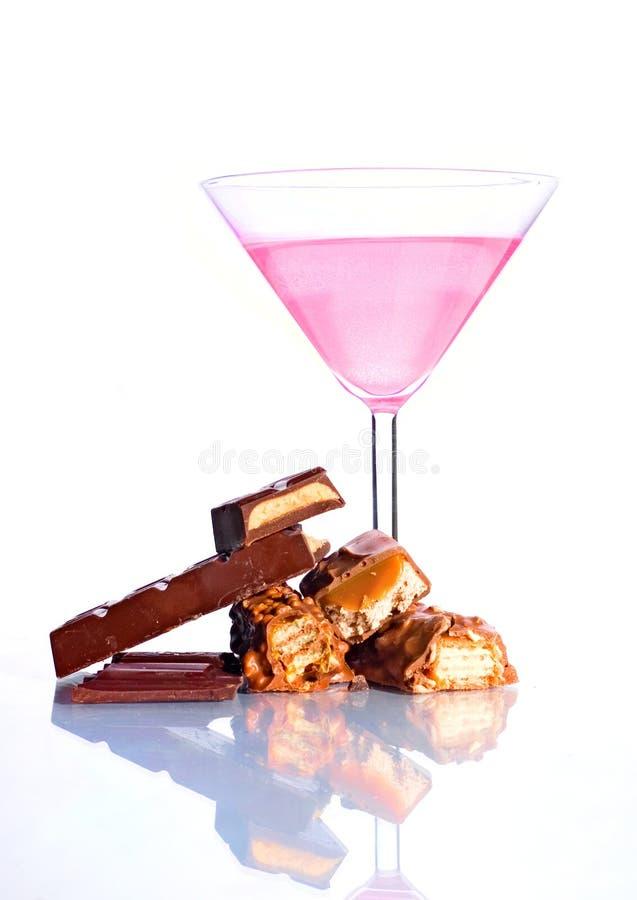 Insieme del dolce dei cocktail e delle barre di cioccolato dentellare immagini stock