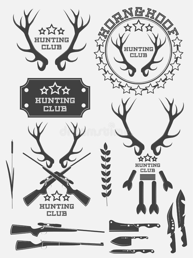 Insieme del logo d'annata, delle etichette e dei distintivi di caccia Cervi corno arma illustrazione vettoriale