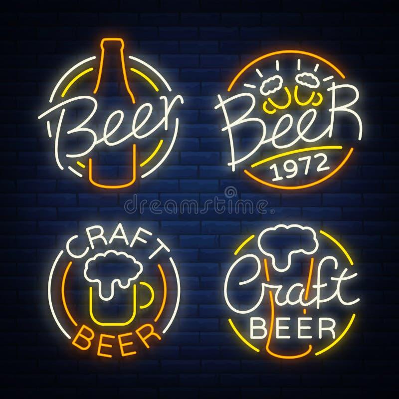 Insieme del logo della birra, insegne al neon, logos dell'emblema nello stile al neon, illustrazione di vettore Per il pub della  illustrazione di stock