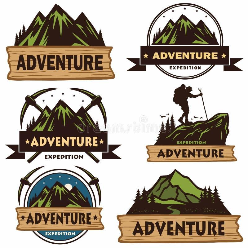 Insieme del logos di campeggio, dei modelli, degli elementi di progettazione di vettore, delle montagne all'aperto di avventura e illustrazione di stock
