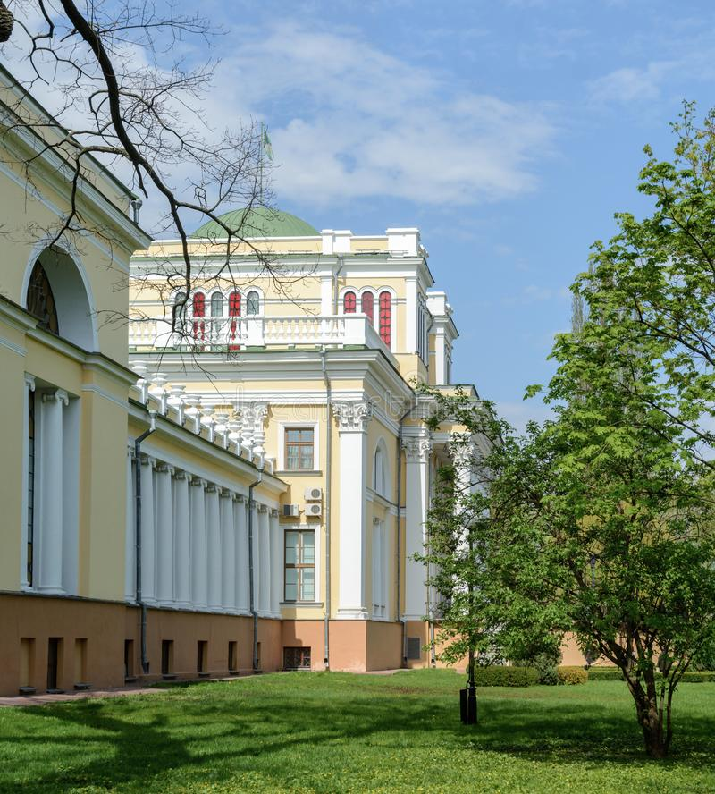 Insieme del palazzo e del parco di Homiel' Vista della parte centrale del palazzo di Paskevich e di Rumyantsev La parte centrale  fotografie stock libere da diritti