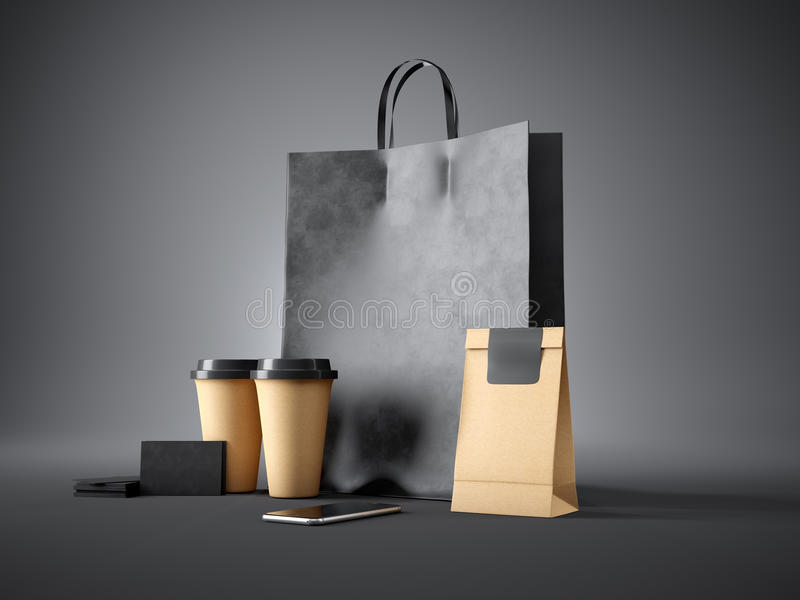Insieme del sacchetto della spesa nero, delle tazze di caffè, del pacchetto di carta, dei biglietti da visita in bianco e dello s immagini stock