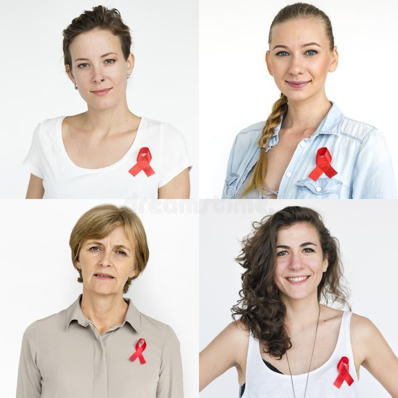 Insieme della gente delle donne di diversità con il collage rosso dello studio del nastro immagini stock