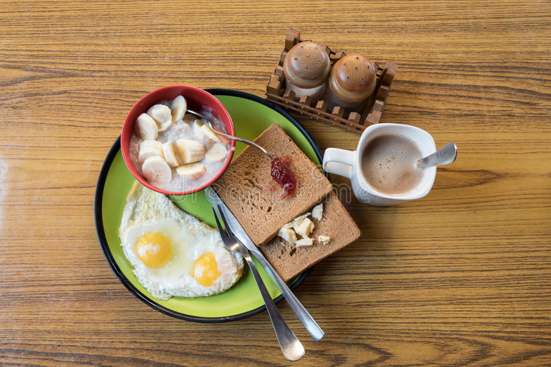 Insieme della prima colazione americana nello stile nepalese fotografia stock