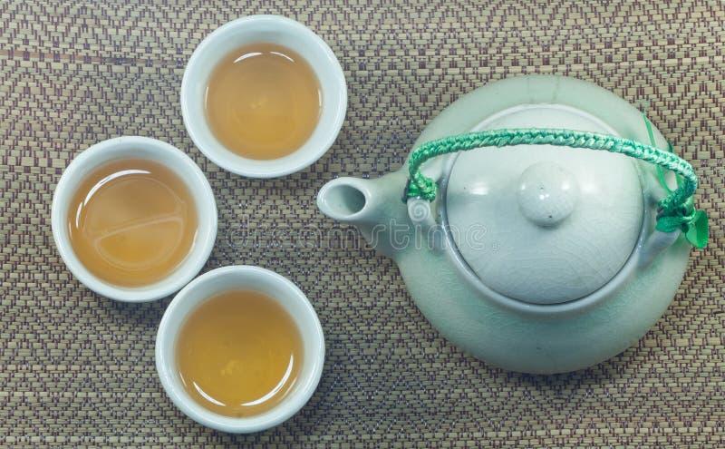 Insieme della tazza e della teiera di tè cinesi immagini stock libere da diritti