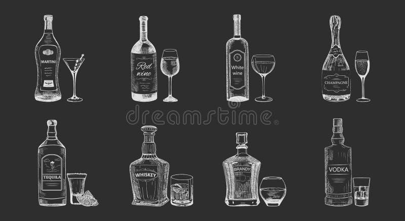 Insieme delle bevande isolate dell'alcool, schizzo delle bottiglie royalty illustrazione gratis
