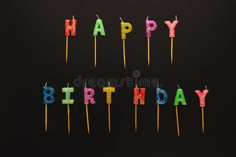 Insieme delle candele di compleanno isolate su fondo nero fotografie stock libere da diritti