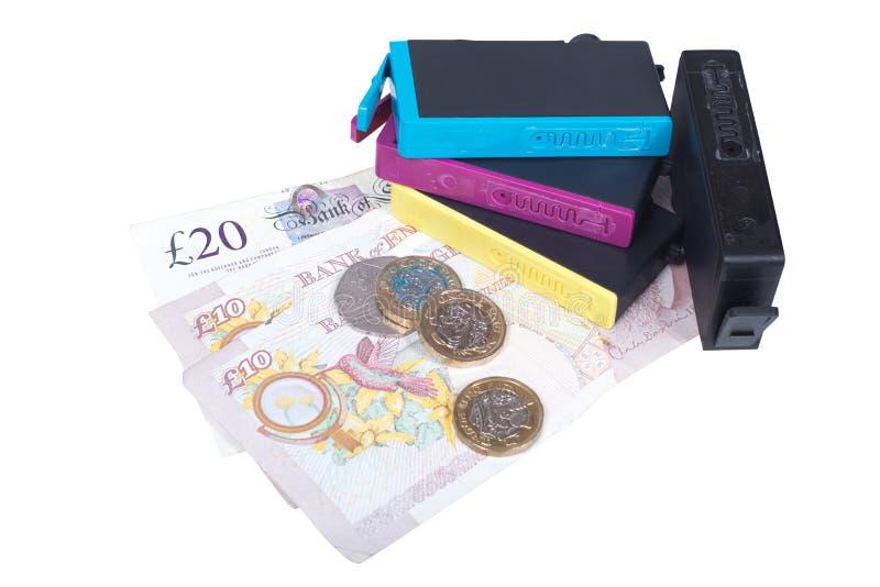 Insieme delle cartucce di inchiostro della stampante con denaro contante immagine stock