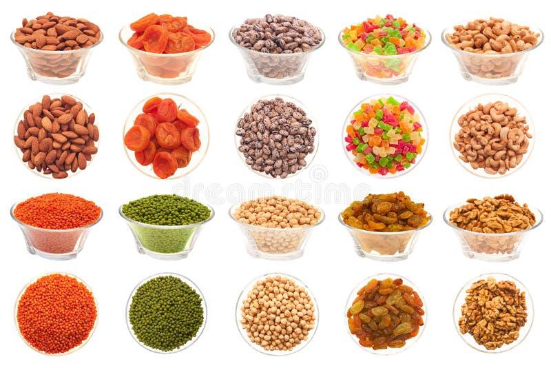 Insieme delle noci, dei fagioli e della frutta secca. immagine stock libera da diritti