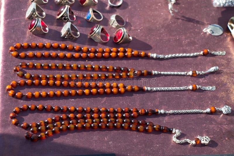Insieme delle perle pregare di vario colore immagine stock