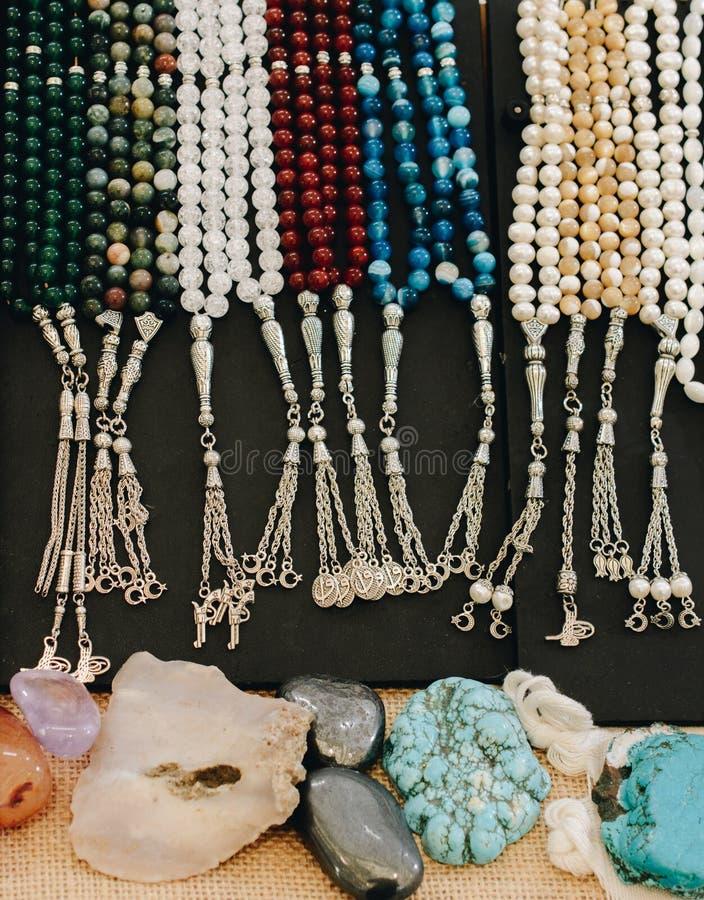 Insieme delle perle pregare di vario colore immagini stock libere da diritti