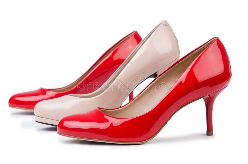 Insieme delle scarpe sui precedenti bianchi fotografie stock