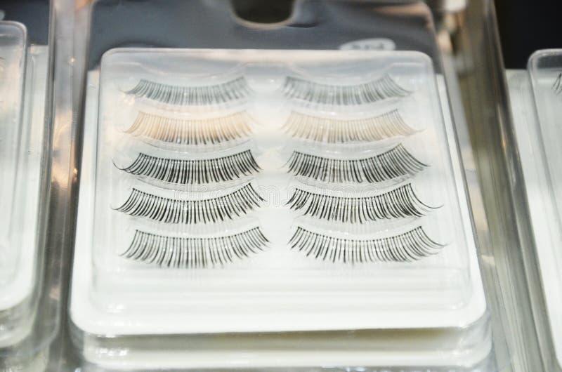 Insieme delle sferze Raccolta dei cigli falsi Sferze false del prodotto di bellezza della donna realistiche Cigli femminili diseg fotografie stock