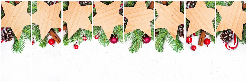 Insieme delle stelle di Natale Stelle di legno vuote con il ramo verde dell'abete di natale, le bacche rosse dell'agrifoglio e le fotografie stock