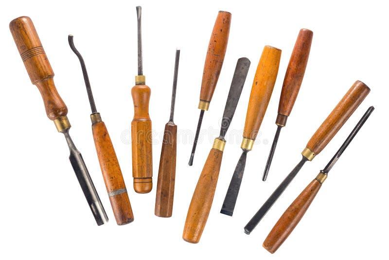 Insieme dello scalpello da legno per la scultura del legno, strumenti della scultura su fondo bianco fotografia stock libera da diritti