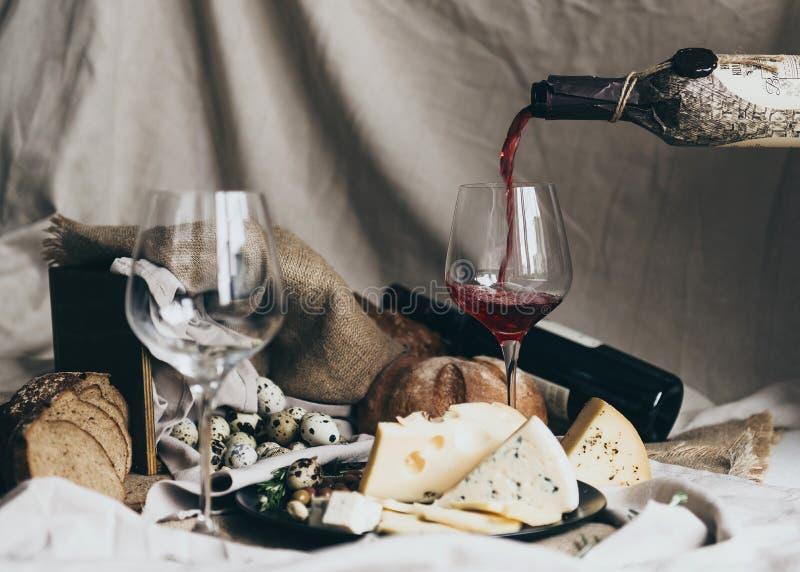 Insieme dello spuntino e del vino fotografie stock libere da diritti