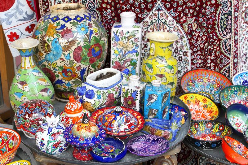 Insieme di cena ceramico variopinto delle terraglie, souk Gerusalemme, Israele fotografia stock