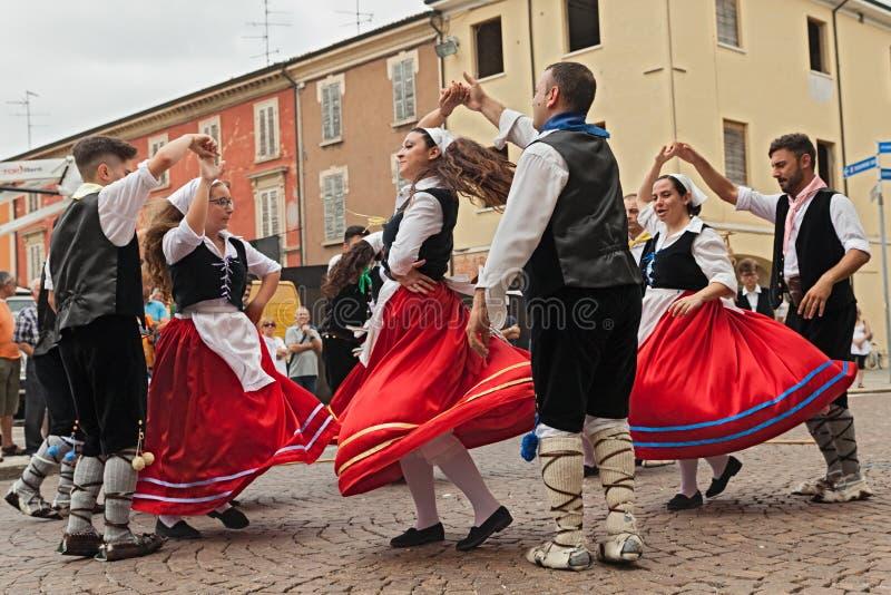 Insieme di danza popolare dalla Calabria, Italia fotografia stock libera da diritti