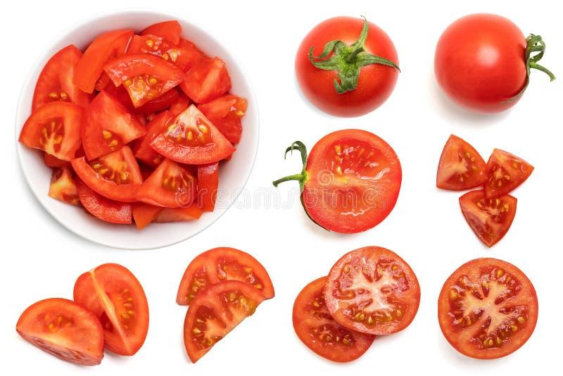 Insieme di interi e pomodori affettati freschi isolati su fondo bianco Vista superiore fotografia stock