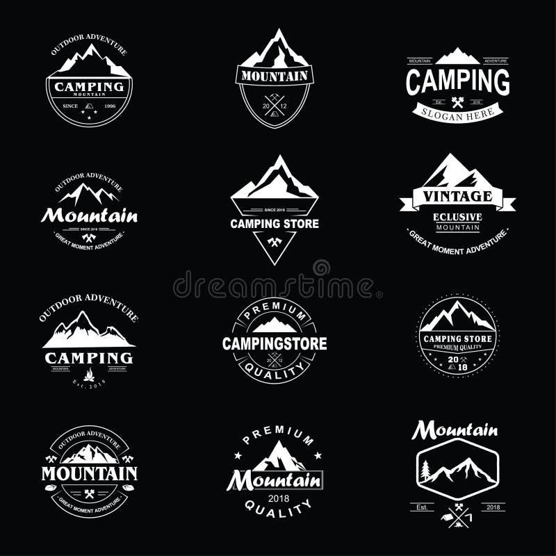 Insieme di progettazione del modello di Adventure Badge Vector dell'esploratore della montagna illustrazione di stock