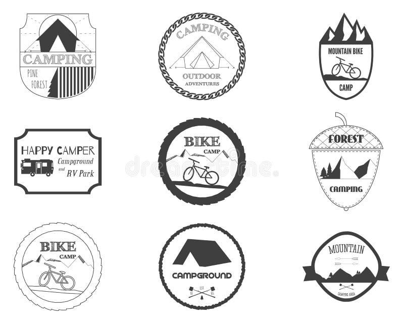 Insieme di retro distintivi e grafici di logo dell'etichetta illustrazione vettoriale