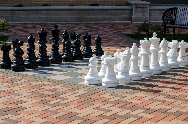 Insieme di scacchi all'aperto gigante fotografia stock