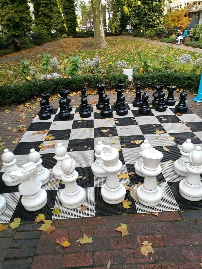 Insieme di scacchi gigante a Londra fotografia stock