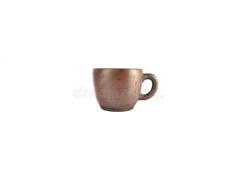 Insieme di tè tradizionale fatto da argilla, tazze delle terraglie isolate su fondo bianco fotografia stock