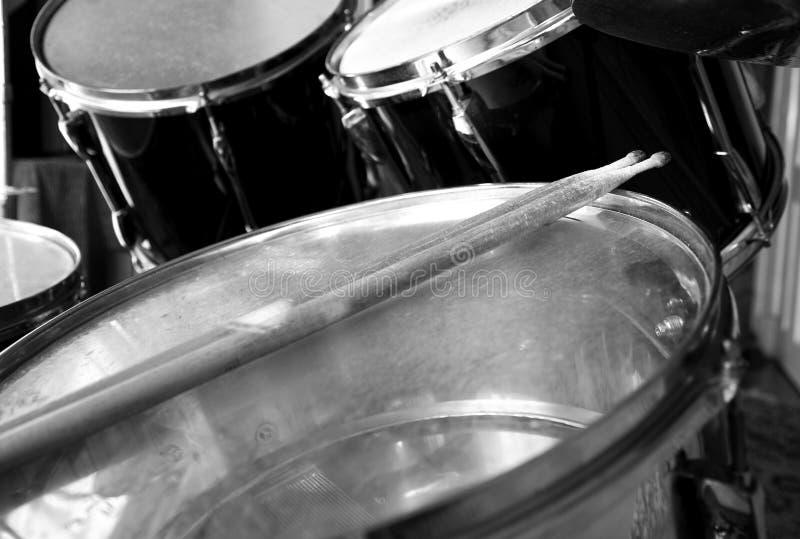 Insieme e bastoni del tamburo fotografia stock libera da diritti