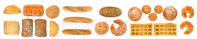 Insieme panoramico dei prodotti del pane fresco isolati sul backgrou bianco immagine stock libera da diritti