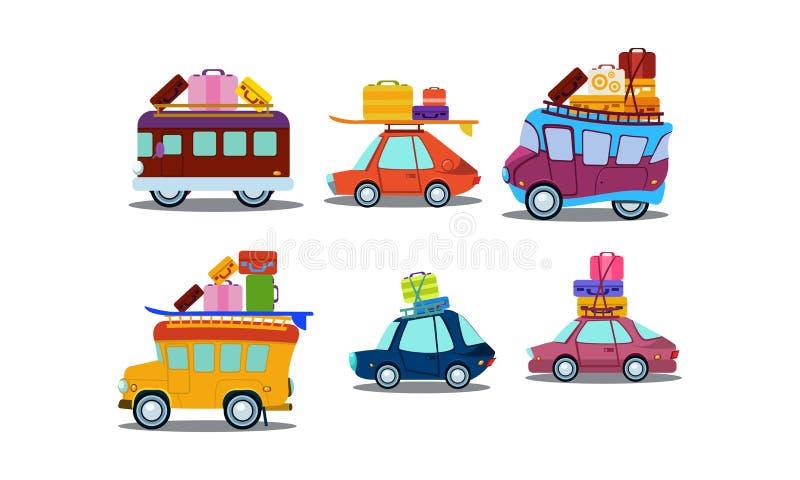Insieme piano di vettore delle automobili variopinte, dei bus e dei furgoni con bagagli sul tetto Tema delle vacanze estive o di  royalty illustrazione gratis